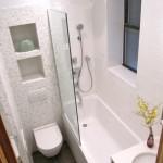 design interior baie moderna mica mozaic alb