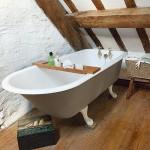 design interior baie stil country finisaje lemn amenajata in mansarda