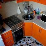 design mobila foarte compacta bucatarie mica moderna chiuveta pe colt