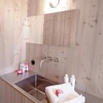 detaliu baie lavoar casa lemn ufogel austria
