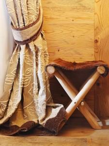 detaliu draperie apartament stil rustic