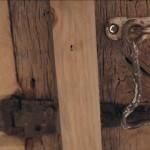 detaliu tamplarie fereastra veche lemn casa de 500 usd