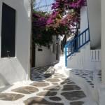 diminata devreme pe strazile din Mykonos
