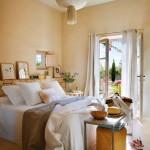 dormitor amenajat in nuante deschise si luminoase
