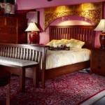 dormitor asiatic burgundy