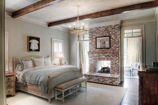 dormitor clasic perete decorat caramida