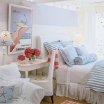 dormitor decorat in alb bleu si rosu stil maritim
