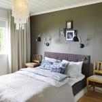 dormitor decorat si amenajat in stil clasic pat confectionat din dusumea lemn veche