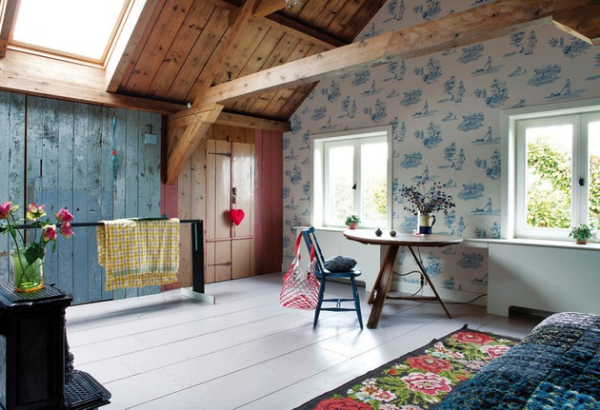 dormitor eclectic in mansarda unui fost grajd transformat in casa