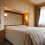 dormitor lemn apartament stil rustic