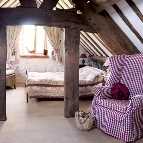 dormitor mansarda rustic