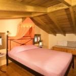 dormitor mansardat casa stil grecesc