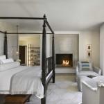 dormitor mare si elegant dotat cu semineu