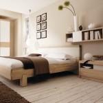 dormitor minimalist modern decorat in nuante crem accente maro