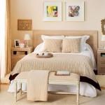 dormitor modern decorat in nuante de crem migdala