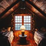 dormitor pentru doi copii amenajat intr-o mansarda mica
