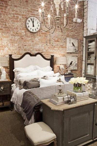 dormitor perete caramida nefinisata