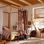 dormitor spatios crem cu accente decorative maro