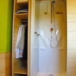 dulap haine si cabina dus ergonomica casa lemn mica carre d etoiles franta