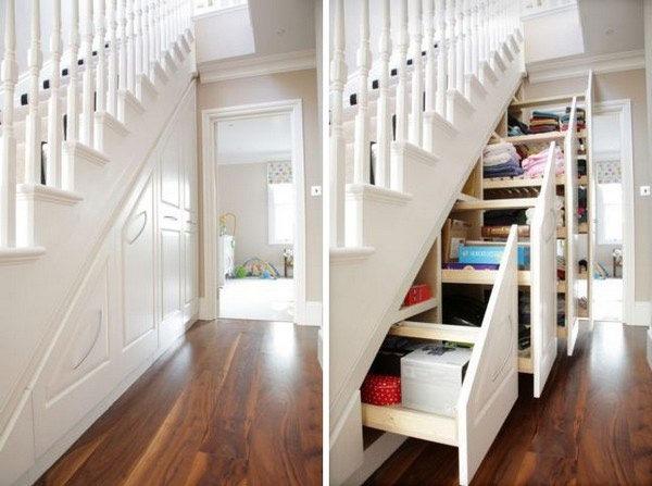dulapuri culisante sub scara interioara