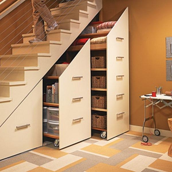 dulapuri culisante tip sertar vertical sub scara interioara