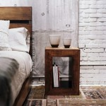 etajera lemn transformata in noptiera pat dormitor