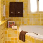 exemplu amenajare baie in nuante de galben mansarda