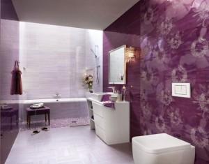 exemplu amenajare baie moderna relaxanta in alb si mov