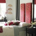 exemplu amenajare dormitor alb accente rosii stil asiatic