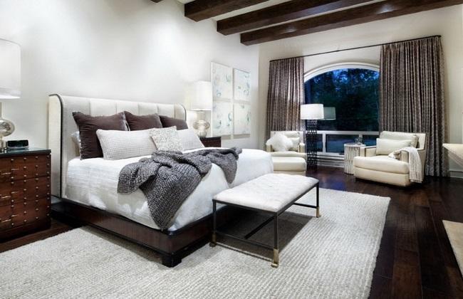 exemplu amenajare dormitor pardoseala dusumea culoare nuc