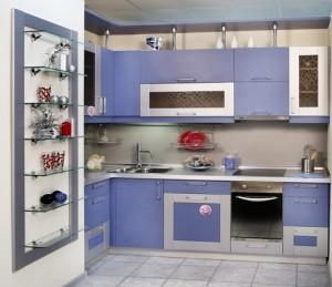 exemplu mobila moderna bucatarie culoare bleu violet combinat cu argintiu