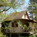 exterior casa mica din lemn in Dordogne Franta