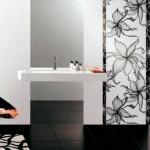 faianta imprimeu floral baie moderna amenajata in alb si negru
