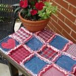 fata de masa decorativa handmade din petice de blugi combinate cu alte bucati de stofa