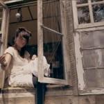 fatada din ferestre vechi cabana rustica din lemn