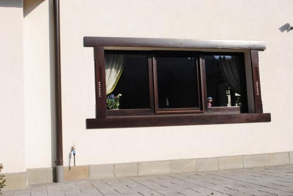 fereastra inramata exterior