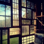 ferestre fatada casa lemn nick olson si lila horwitz