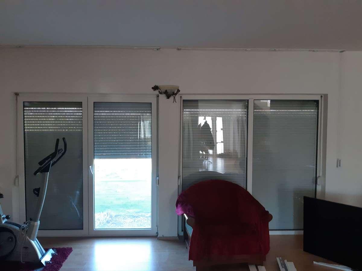 ferestre-si-usi-pe-tot-peretele