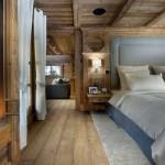 finisaje rustice dormitor placare pereti pardoseala si tavan cu lemn si mobila moderna