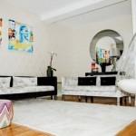 fotoliu suspendat din policarbonat agatat de tavan living modern stil pop art