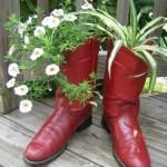 ghivece pentru flori din cizme vechi