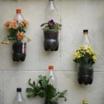 gradina verticala pentru balcon din sticle de plastic