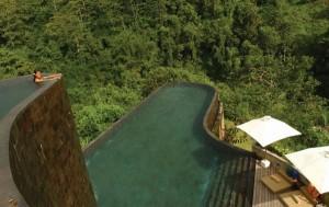 Probabil cea mai frumoasa piscina din lume, intr-un hotel din Bali, Indonezia