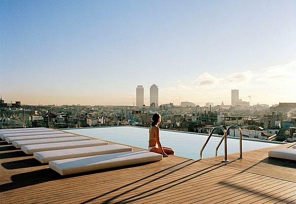 hotel cu piscina pe acoperis
