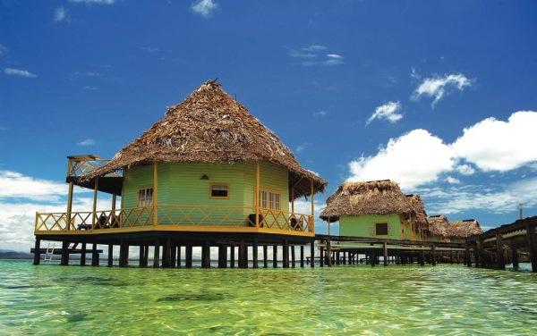 hotel plutitor punta caracol panama