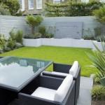 idee amenajare curte mica cu gazon terasa si arbusti ornamentali
