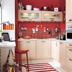 idee amenajare si mobilare bucatarie mica rosu si bej