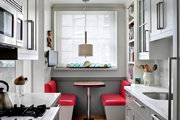 idee amenajareloc de luat masa in bucatarie lunga si ingusta