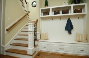 idee mobilier compact culoare alba pentru hol mic