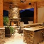 idei amenajare bucatarie de vara cu gratar semineu si loc de luat masa